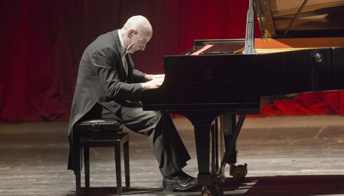 Stagione concertistica di Lugo Filarmonica Toscanini / Asher Fisch direttore/ Roberto Cappello pianoforte