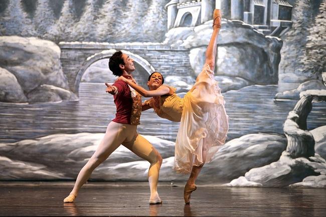 Lo Schiaccianoci - Compagnia Nazionale coreografia di Luigi Martelletta - Teatro Italia 14 nov 2014 (c) Corrado Maria Falsini